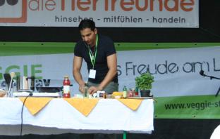 Attila Hildmann beim kochen
